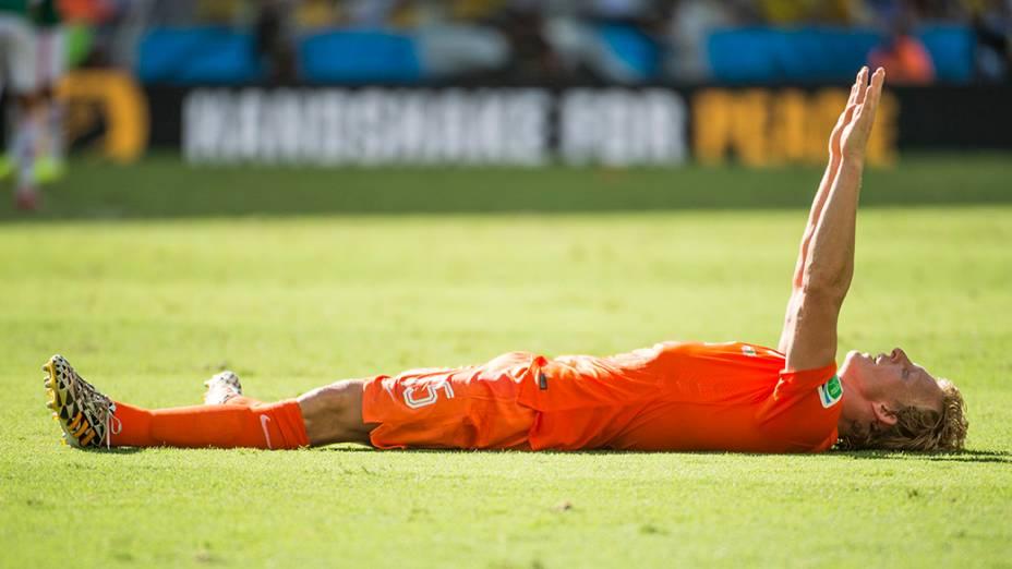O holandês Dirk Kuyt comemora vitória da Holanda sobre o México no Castelão, em Fortaleza