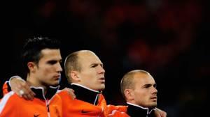 Os astros da equipe holandesa: Robin Van Persie, Arjen Robben e Wesley Sneijder antes do jogo contra o Uruguai