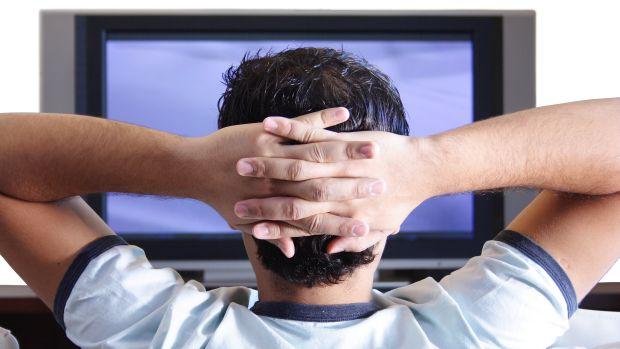 homem-assistindo-televisao-20130102-original.jpeg