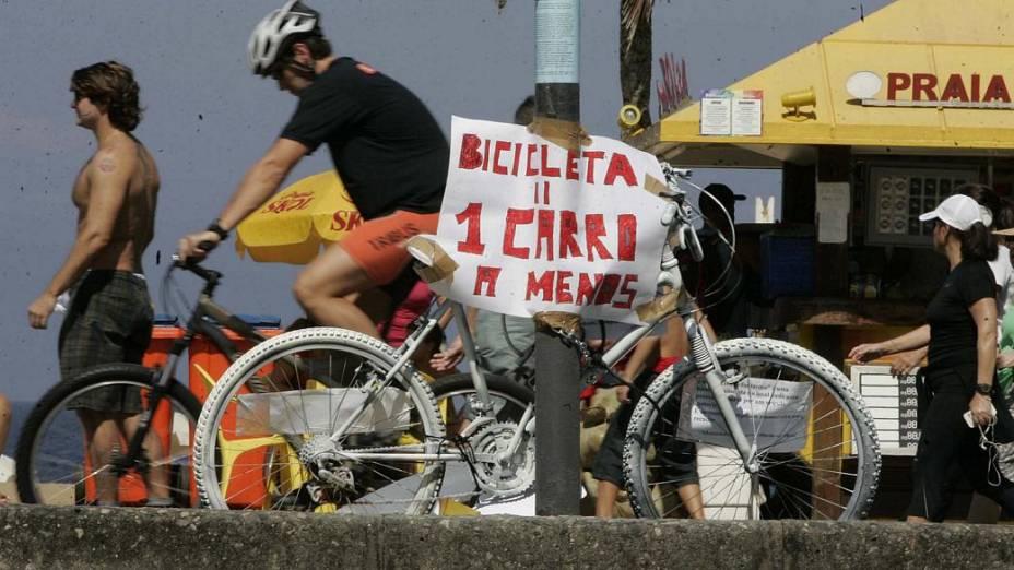 Homenagem ao ciclista Pedro Nicolay, que morreu após ser atropelado por um ônibusBruno Poppe/Agência O Globo