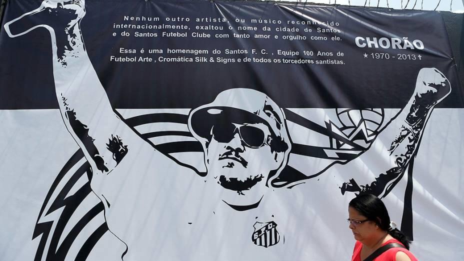 Homenagem ao cantor Chorão, no muro do Centro de Treinamento Rei Pelé, durante o treino do Santos