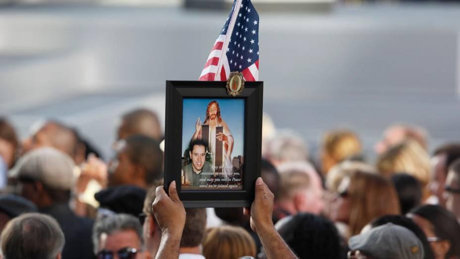 Familiares e amigos das vítimas do 11 de Setembro acompanham a cerimônia de inauguração do memorial World Trade Center, em Nova York