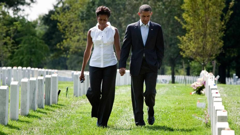 Presidente Barack Obama e a primeira-dama Michelle Obama visitam o cemitério nacional de Arlington, em Washington