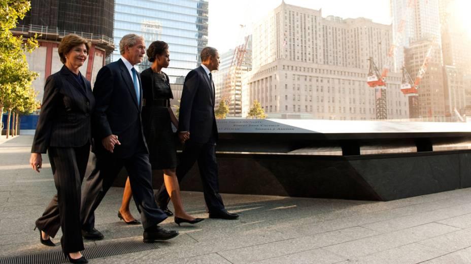 Presidente Barack Obama, primeira dama Michelle Obama, ex-presidente George W. Bush e a ex-primeira dama Laura Bush chegam ao memorial em homenagem as vítimas do 11 de Setembro, em Nova York