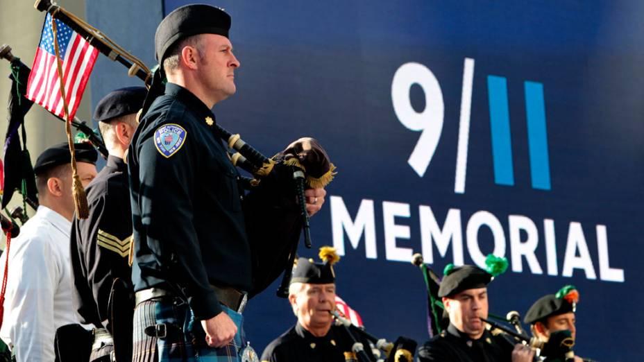 Banda marcial da polícia de Nova York toca durante homenagem as vítimas do 11 de Setembro, em Nova York
