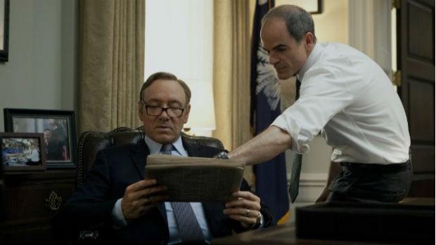 Outra série original da Netflix é House of Cards, sobre o projeto de poder ambicioso de um político corrupto, vivido por Kevin Spacey