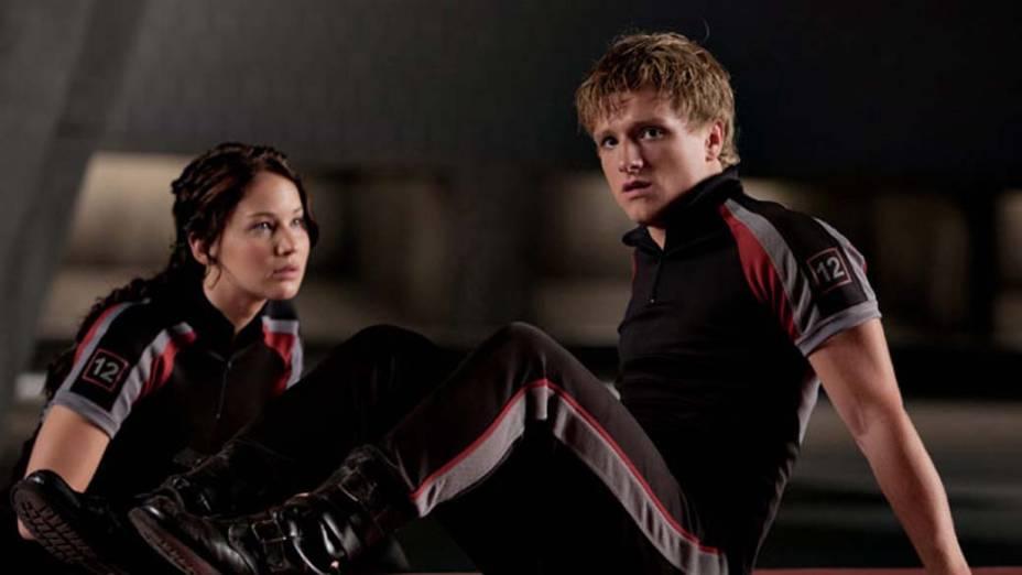 Katniss Everdeen (Jennifer Lawrence) e Peeta Mellark (Josh Hutcherson) são os dois tributos do Distrito 12 que lutarão nos jogos