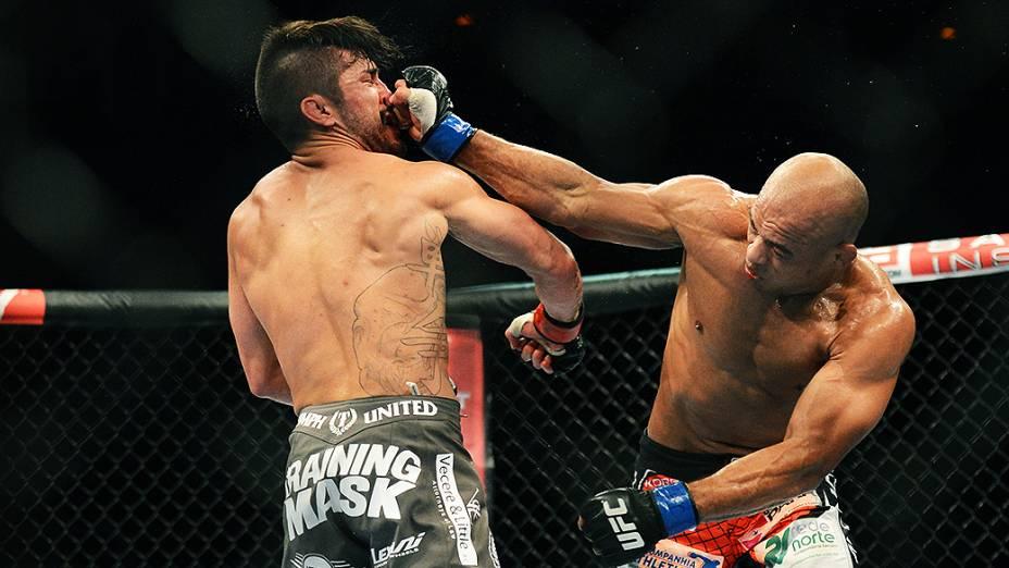 O americano Ian McCall vence o brasileiro Iliarde Santos no Ultimate Fighting que volta ao Rio de Janeiro (RJ), para o evento UFC 163, ou simplesmente UFC Rio 4