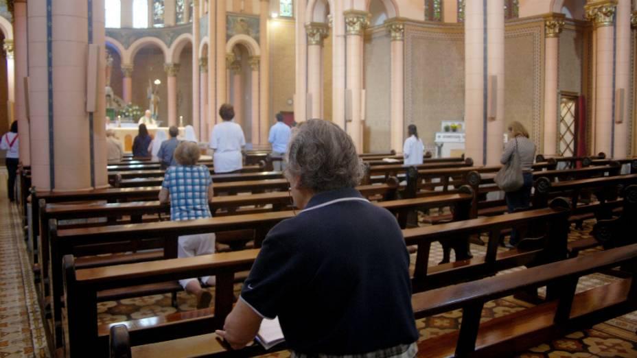 Missa da manhã desta sexta-feira na Igreja de Nossa Senhora da Paz, em Ipanema, zona sul do Rio: catolicismo encolheu no Brasil