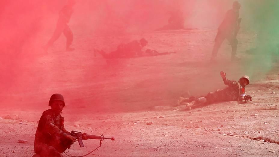 Oficiais do Exército Nacional Afegão no Centro de Treinamento Militar de Cabul