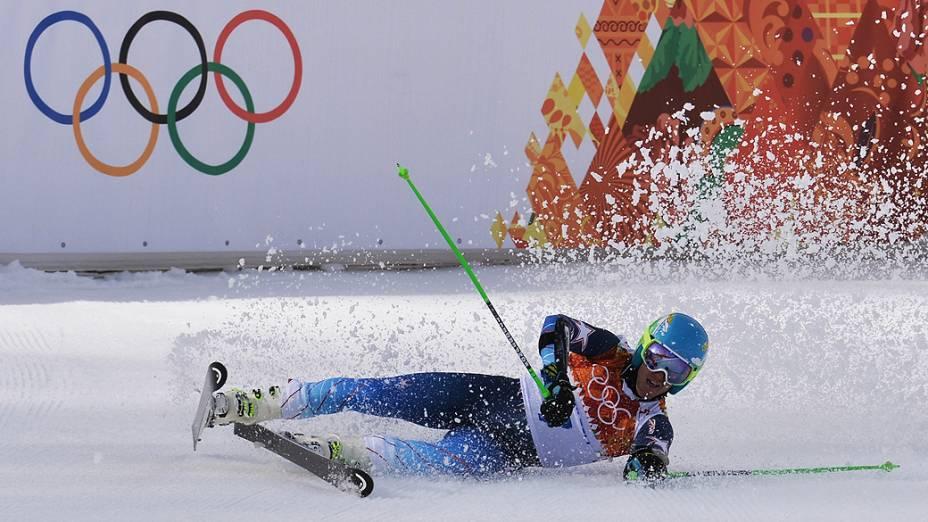 Esquiador americano Ted Ligety cai durante a competição de Esqui Alpino nos Jogos de Inverno de Sochi, na Rússia