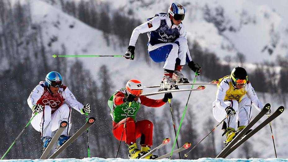 Atletas duranteuma das semifinais do esqui estilo livre, nos Jogos de Inverno de Sochi, na Rússia