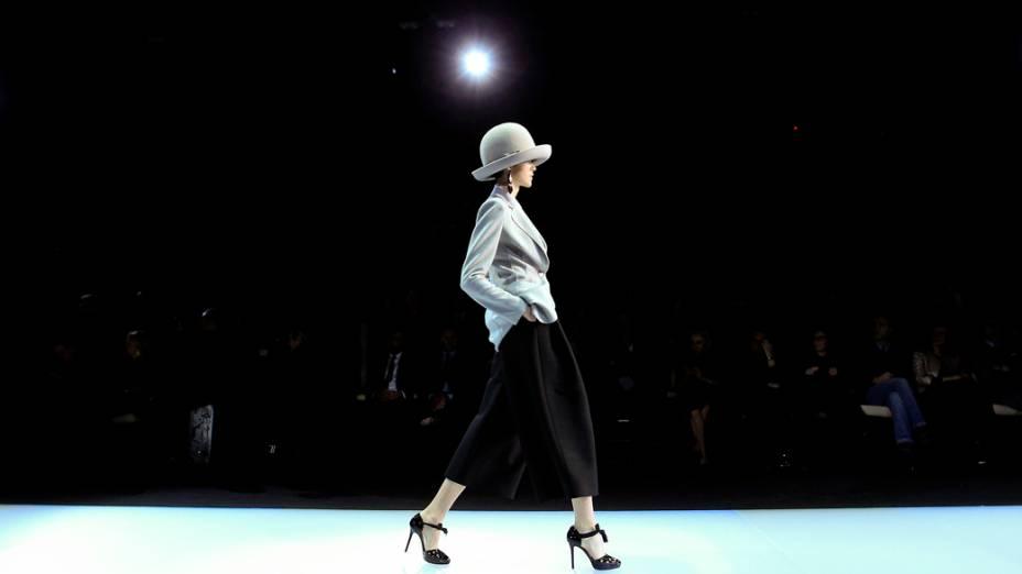 Modelo durante desfile da grife Empório Armani, na Semana de Moda de Milão, na Itália