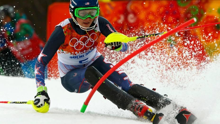 A americana Mikaela Shiffrin na prova de esqui alpino nos Jogos Olímpicos de Inverno de 2014 em Sochi