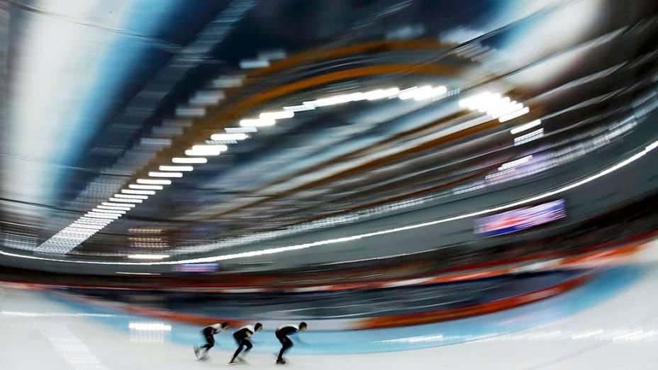 Equipe masculina do Canadá de patinação de velocidade nas quartas de final, em Sochi