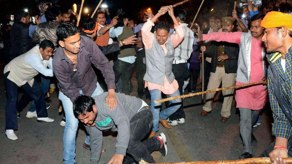 Indianos entram em confronto dias antes das eleições gerais que acontecem de 7 a 12 de abril