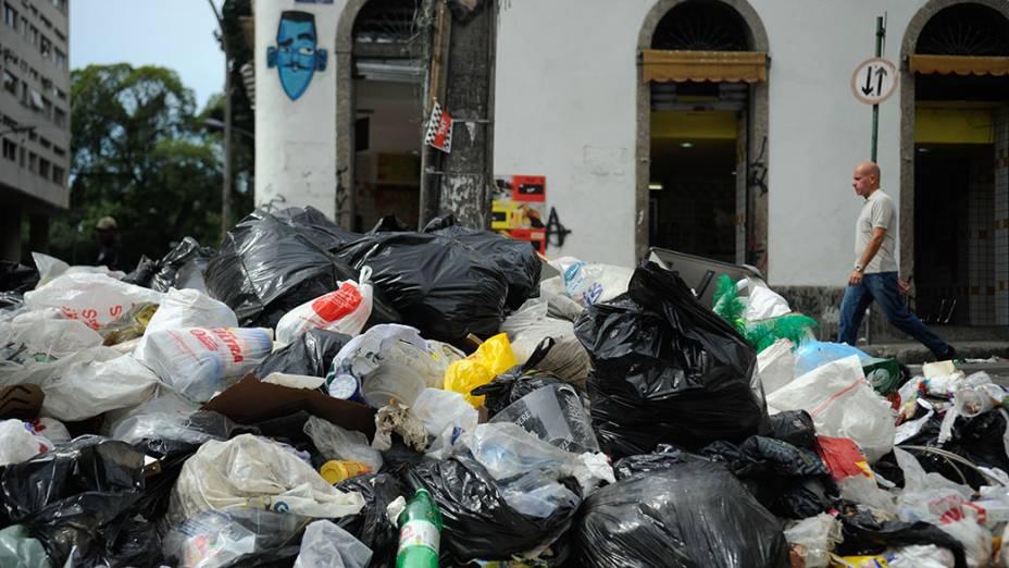 Lixo acumulado no centro doRio de Janeiro durante greve dos garis