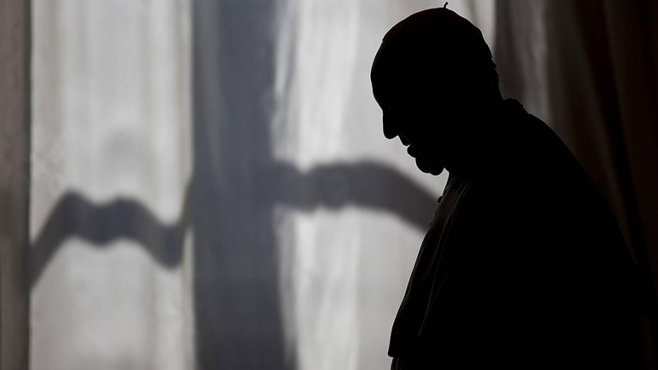 Papa Francisco fotografado após encontro com o primeiro-ministro da Albânia, Edi Rama, no Vaticano