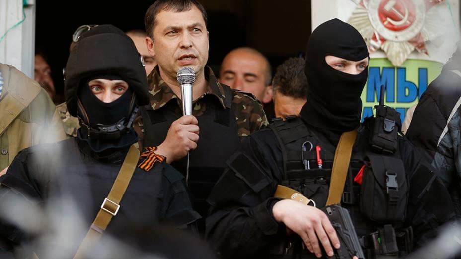O prefeito da região deLuhansk, na Ucrânia, durante um discurso em meio à crise que o país atravessa