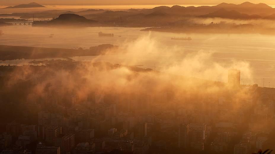 Vista do bairro do Flamengo, durante o amanhecer no Rio de Janeiro