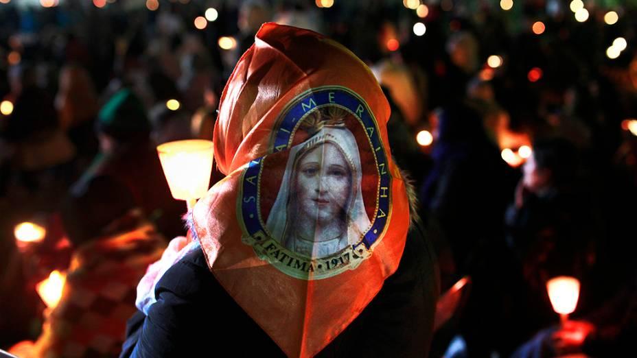 Fiéis participam de peregrinação em homenagem ao Dia de Nossa Senhora de Fátima na cidade de Fátima, em Portugal