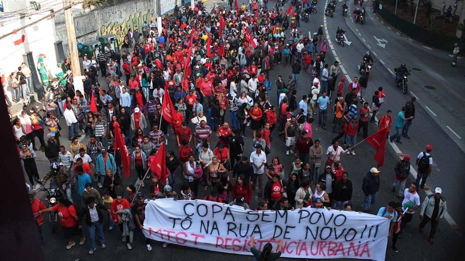 Protesto do MTST (Movimento dos Trabalhadores Sem Teto), no Terminal João Dias, na Zona Sul de São Paulo (SP), na manhã desta quinta-feira (15)