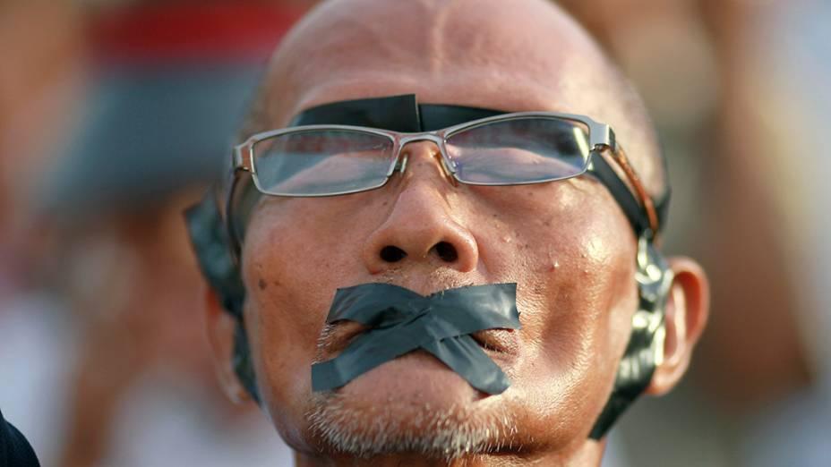 Em Bangcoc, manifestação contra o golpe militar na Tailândia