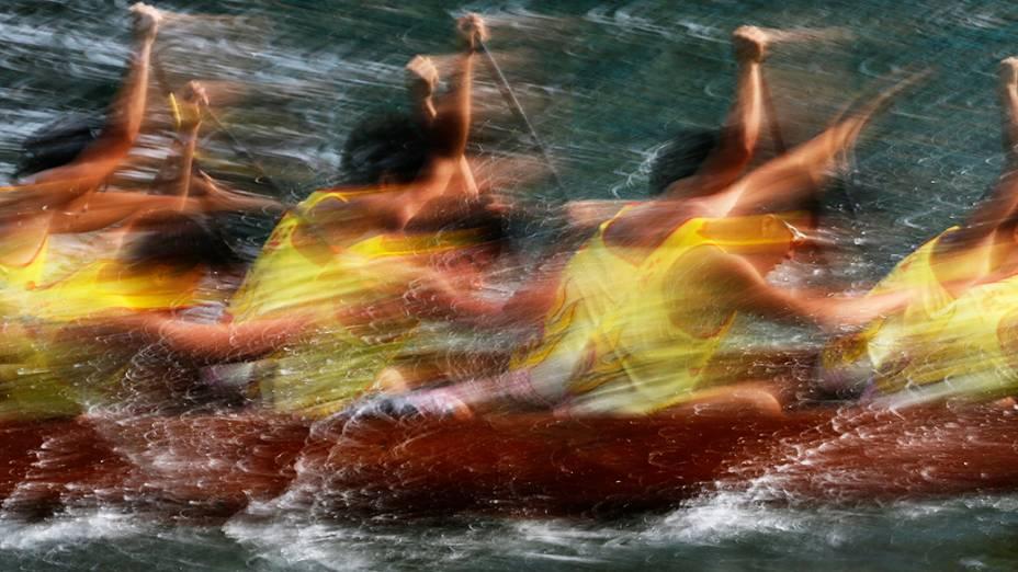 Corrida de barcos durante ascomemorações doDragon Boat Festival, em Hong Kong
