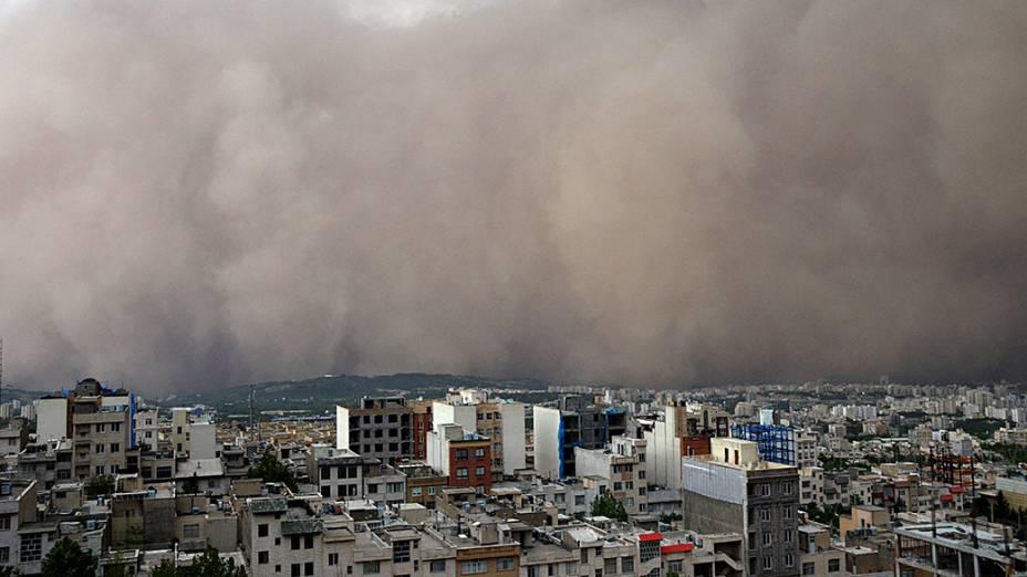 Tempestade de areia engole bairro em Teerã, no Irã