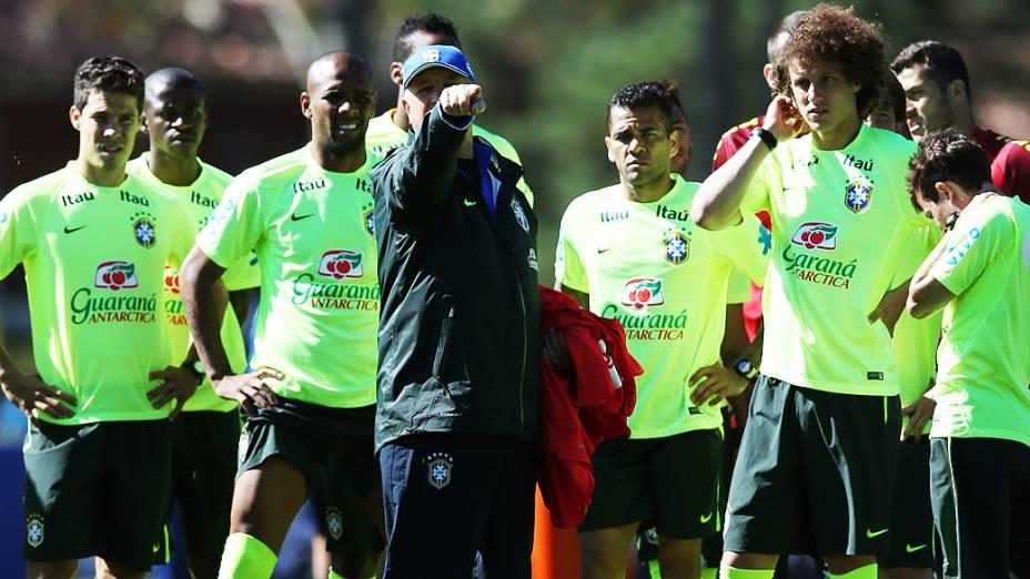Luiz Felipe Scolari, técnico da seleção brasileira de futebol durante treino na Granja Comary, em Teresópolis, Rio de Janeiro