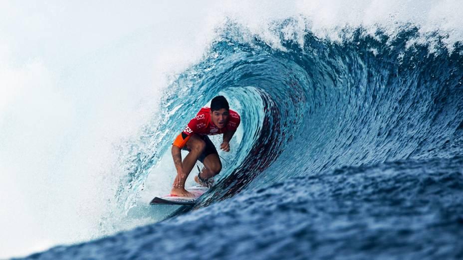 Gabriel Medina pega um tubo durante as quartas de final do WCT em Fiji. O surfista derrotou o havaiano John John Florence e vai enfrentar o norte-americano Kolohe Andino nas semifinais