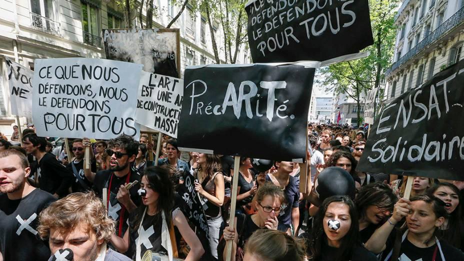 Em Lyon, na França, artistas, técnicos e outros trabalhadores informaisdas artes ameaçam intensificar protestos para impedir cortes no seguro-desemprego