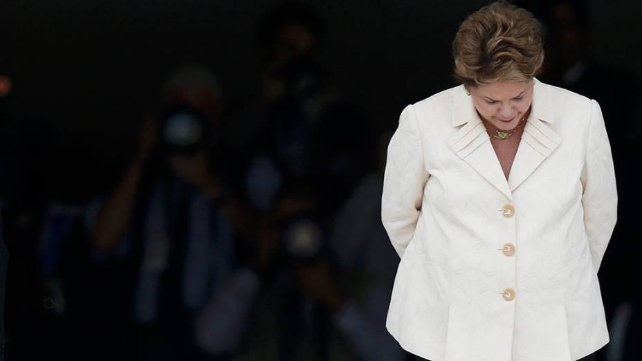 Em Brasília, Dilma Rousseff aguarda a chegada do presidente angolano,JoséEduardo dos Santos, no Palácio do Planalto