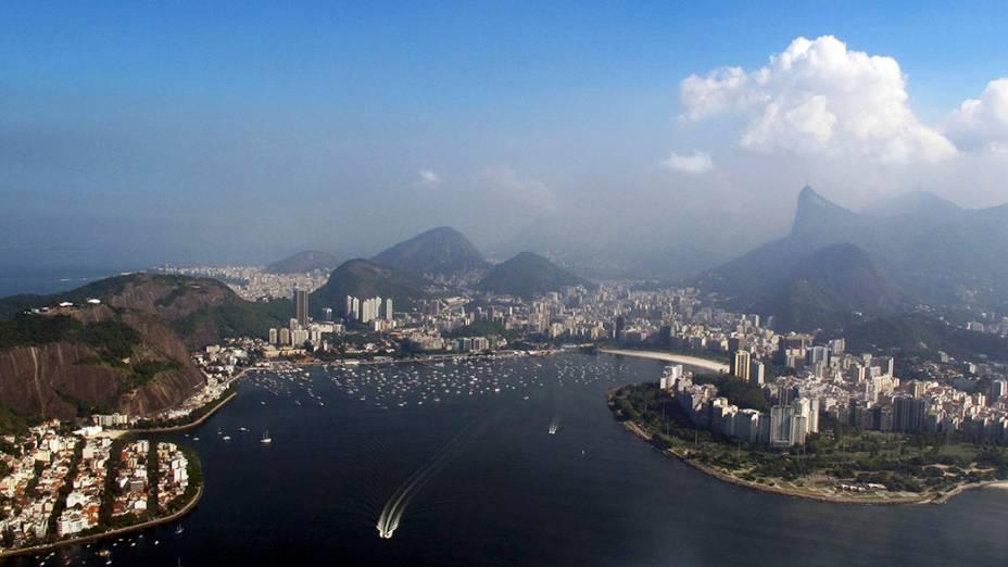 Horizonte da cidade do Rio de Janeiro é retratado por turistas durante a Copa do Mundo de Futebol de 2014