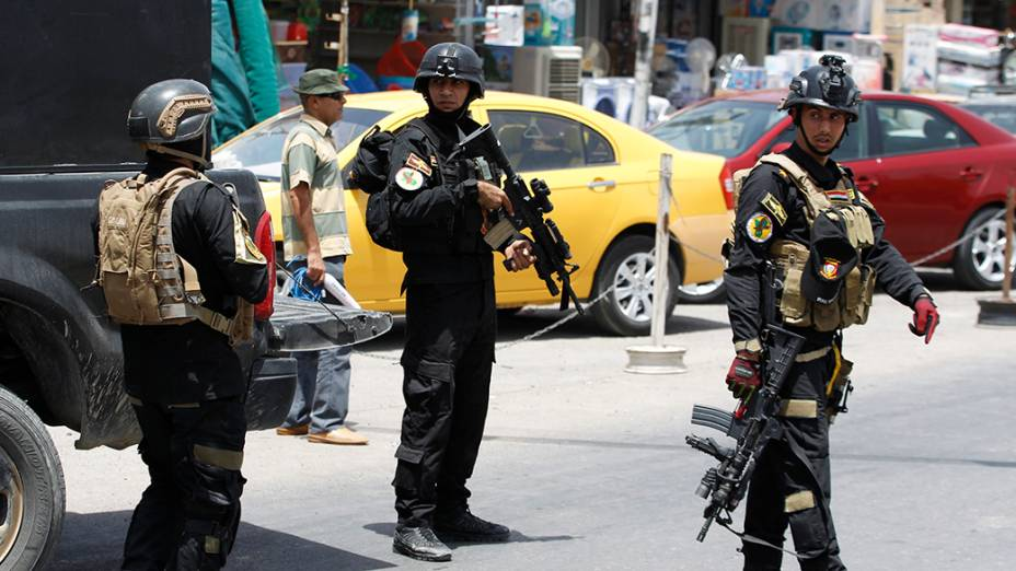 Membros das operações especiais do Iraque participam da implementação de um esquema de segurança intensivo no distrito deAmiriya, em Bagdá; O governo do país está em confronto com insurgentes islâmicos sunitas que têm avançado sua influência na região norte