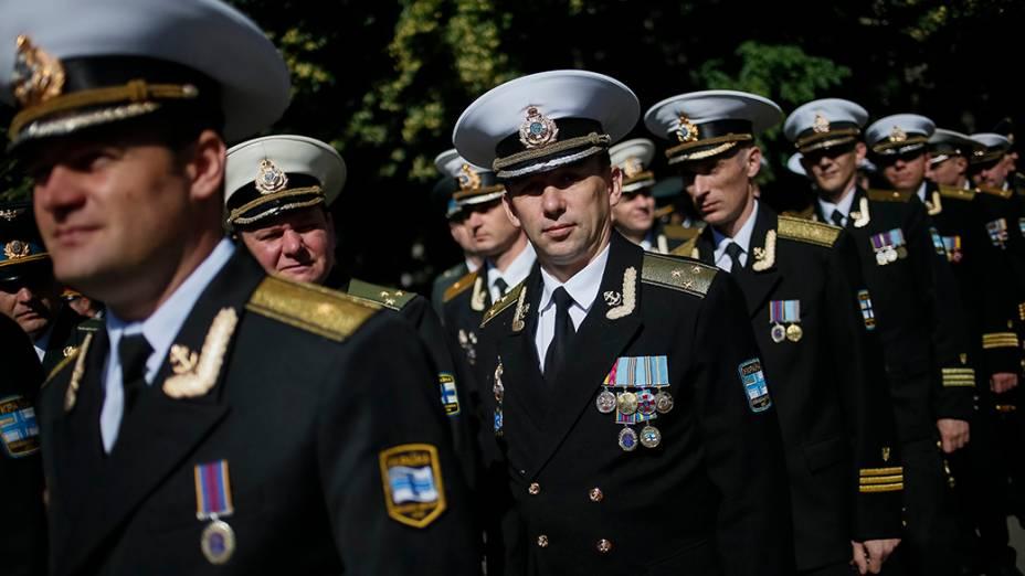 Soldados do exército durante cerimônia de graduação na Universidade Nacional de Defesa da Ucrânia, em Kiev