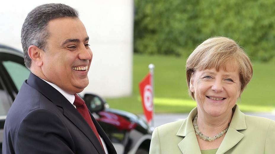 A chanceler alemã Angela Merkel recebe o primeiro-ministro da Tunísia,Mehdi Jomaa, em Berlim