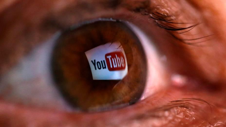 Ilustração mostra ologotipo do YouTube refletido no olho humano; O site informou neste mêsque planeja lançar,no mais popular site de vídeos online do mundo, um serviço de música paga