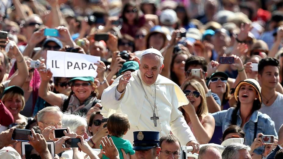 Papa Francisco na audiência geral que acontece semanalmente na Praça de São Pedro, no Vaticano