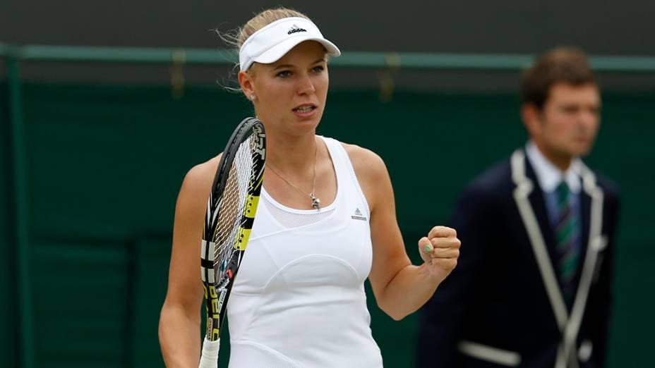 Carloline Wozniacki, da Dinamarca, reage depois de ganhar um ponto durantepartida de tênis no Campeonato de Wimbledon, em Londres