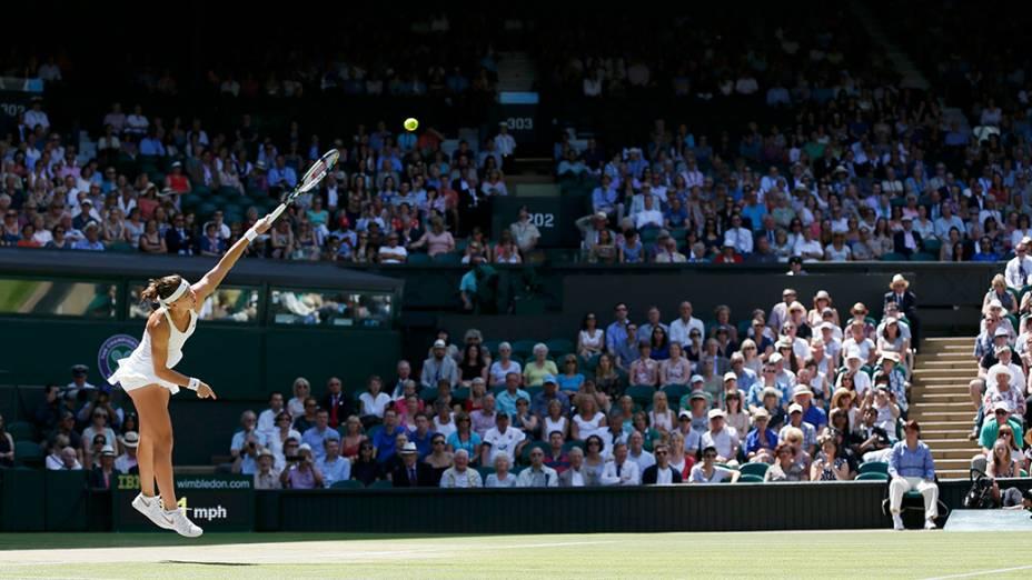 Lucie Safarova, da República Checa, durante a semifinal do tênis contra Petra Kvitova, no Campeonato de Wimbledon, em Londres