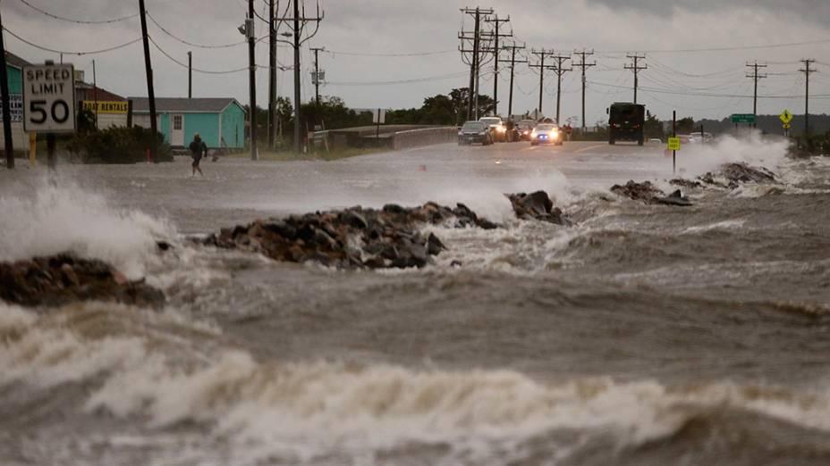 Na imagem, danoscausadospelo furacão Arthur, que atingiu a Carolina do Norte nesta madrugada;Parte dacosta leste dos Estados Unidos amanheceu semenergia e com inundações