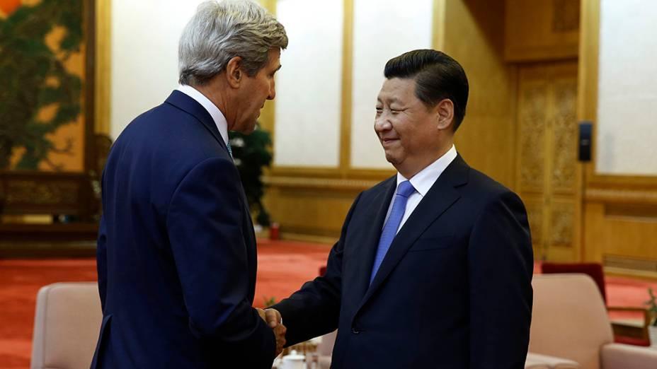 O Secretário de Estado norte-americano,John Kerry,se reúne com presidente da China, Xi Jinping, no Grande Salão do Povo, em Pequim