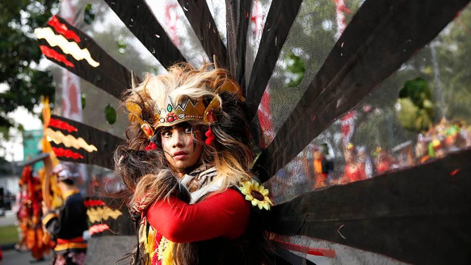 Menina participa das comemorações do 69º aniversário de independência da Indonésia