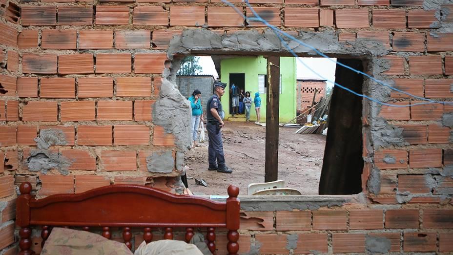 Polícia Militar acompanhou reintegração de posse em terreno na rua Zituo Karasawa, perto da avenida Jacu-Pêssego, região de Itaquera, zona leste de São Paulo