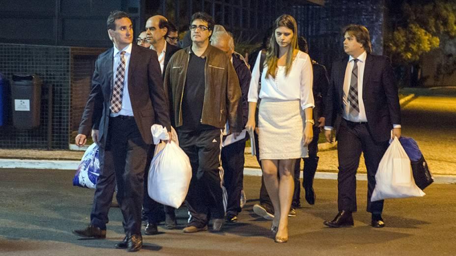 Executivos presos na sétima fase da Operação Lava Jato são liberados pela Polícia Federal, na noite desta terça-feira (18/11), na sede da Polícia Federal em Curitiba