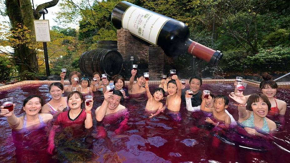 Japoneses no Spa do Vinho em Kanagawa