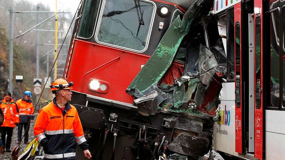 Dois trens colidiram, na cidade suíça de Neuhausen am Rheinfall, pelo menos 17 foram feridos