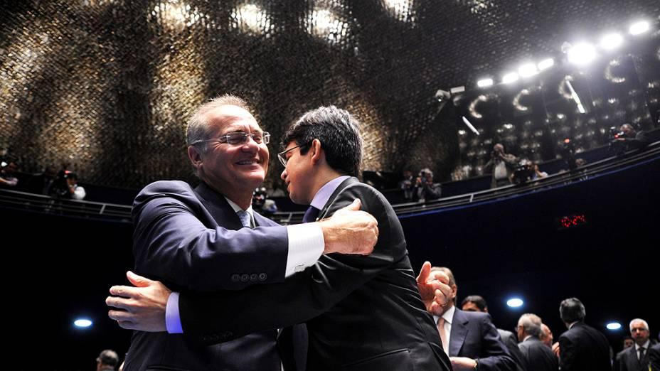 Renan Calheiros (PMDB-AL) e Randolfe Rodrigues (PSOL-AP) durante sessão deliberativa ordinária para escolha do novo presidente da Casa<br>
