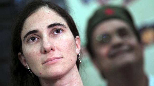 Yoani Sánchez durante debate em Feira de Santana (BA)